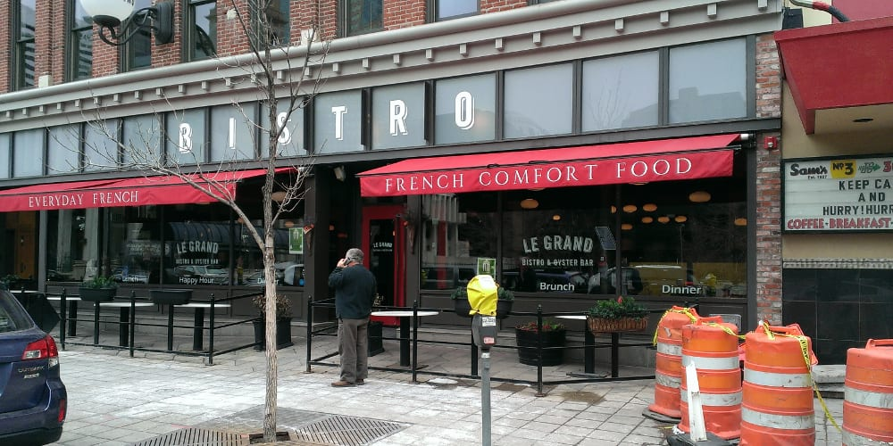 Le grand bistro oyster bar specials central business district downtown happy hours - Bar le central ...